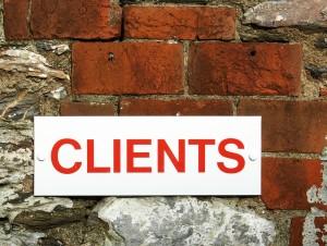 Si vous comptez des sociétés connues dans votre clientèle, insérez leur logo dans les témoignages clients.