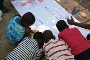 Les enfants sont impliqués dans les projets de l'association afin de leur apprendre la responsabilité et les connaissances qui leur seront utiles plus tard.
